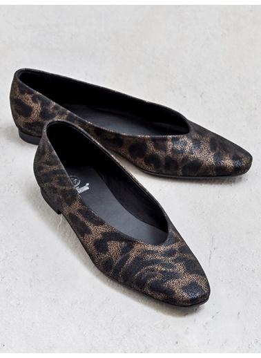 Elle Ayakkabı Bakır